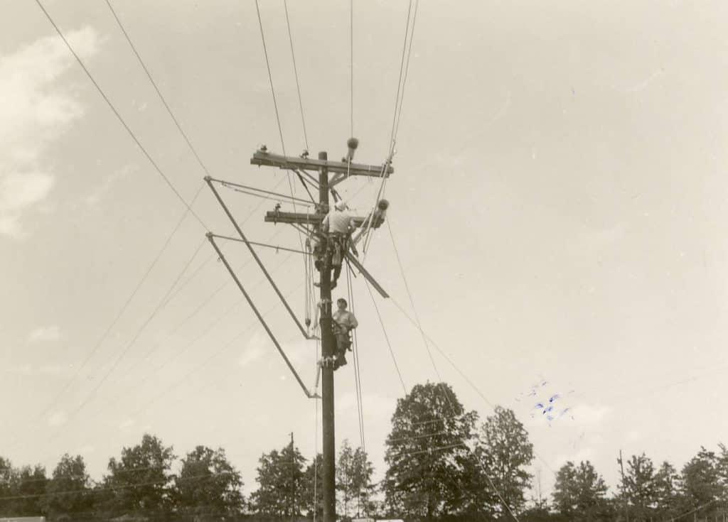 1968 DREMC linemen